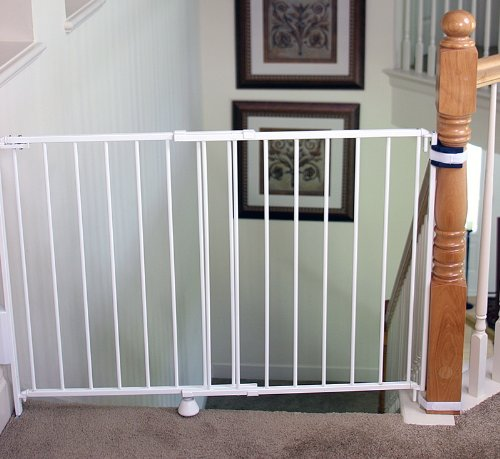 Regalo Top Of Stairs Expandable Metal Gate With Mounting Kit